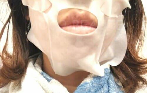 剥がれてくるフェイスマスク